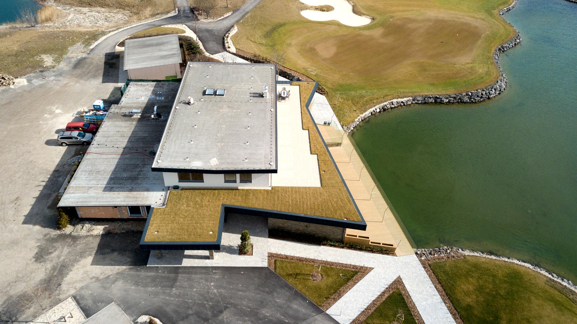 Dodanie materiálu pre golfový areál